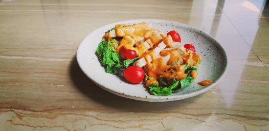 Grilled Laksa Salad with Pepper Grilled Chicken Breast | Sadia Singapore